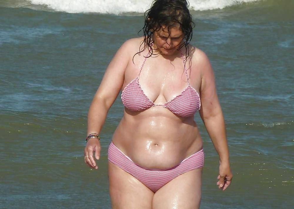 найдете фото с пляжей толстых дам забился